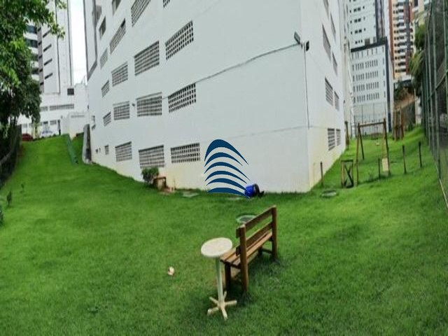 Apartamento 2 quartos sendo 1 suíte na Pituba! Excelente localização, varanda com fechamen - Foto 9