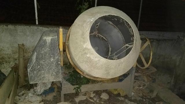 Vende se betoneira