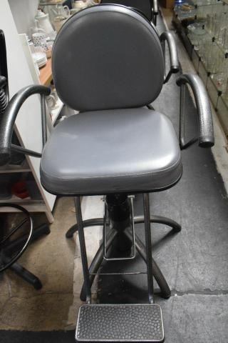 Cadeira p/cabeleireiro/barbeiro - Parc 4x- Mercado das Pulgas