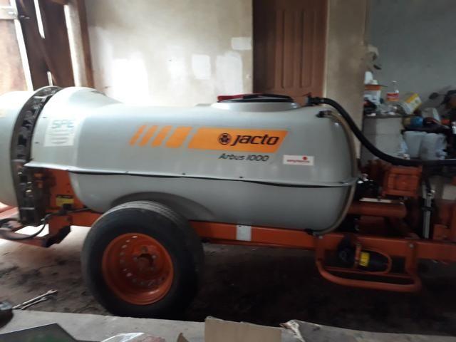 Pulverizador Jacto 1000 litros