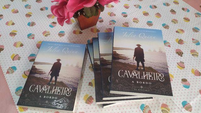 Livro Um Cavalheiro a Bordo (Os Rokesbys Livro 3) - Julia Quinn - Foto 5