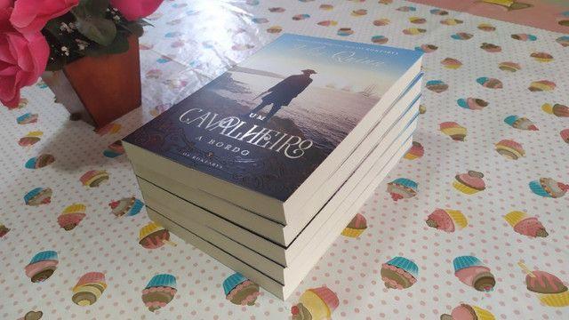 Livro Um Cavalheiro a Bordo (Os Rokesbys Livro 3) - Julia Quinn - Foto 4