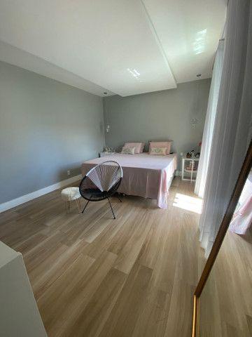 Linda casa em condomínio fechado 4/4 sendo 3 suítes - Foto 3