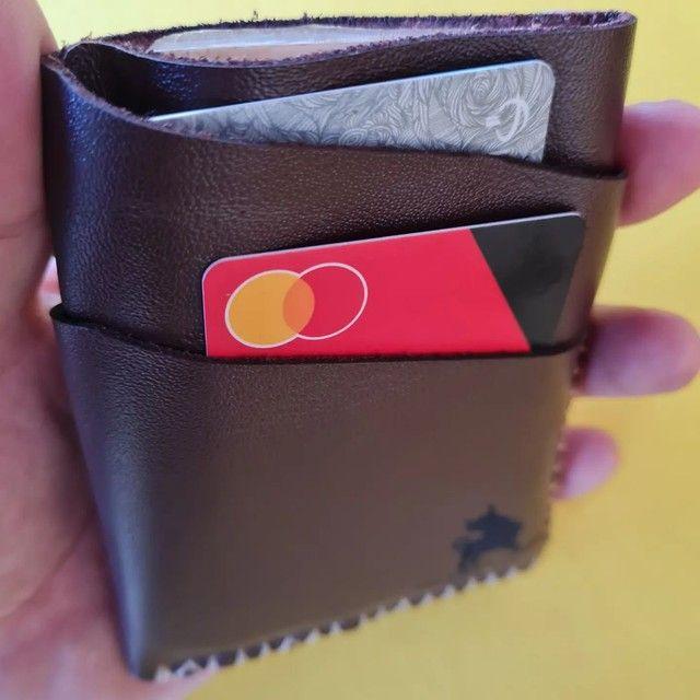 Carteira porta cartões e CNH em couro legítimo, artesanal  - Foto 4