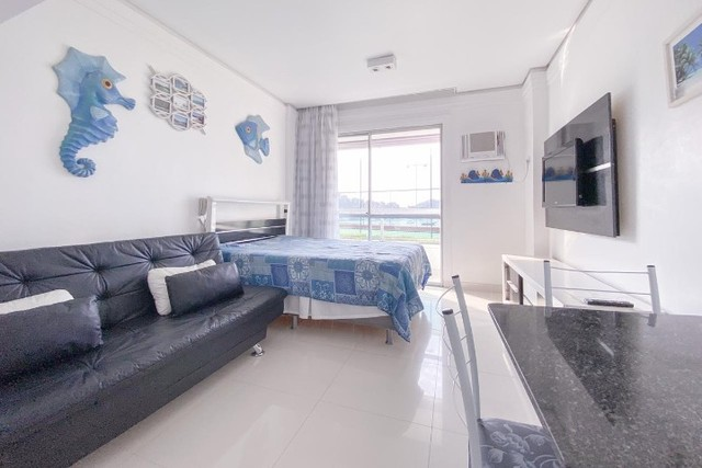 Flat em angra com lazer no condomínio e de frente para o mar azul