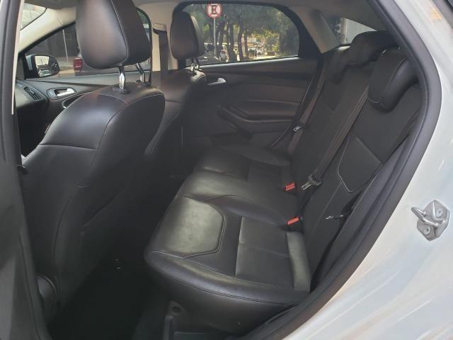 Ford Focus fastback SE plus sedã 2.0 15/16 flex aut. branco - Foto 8
