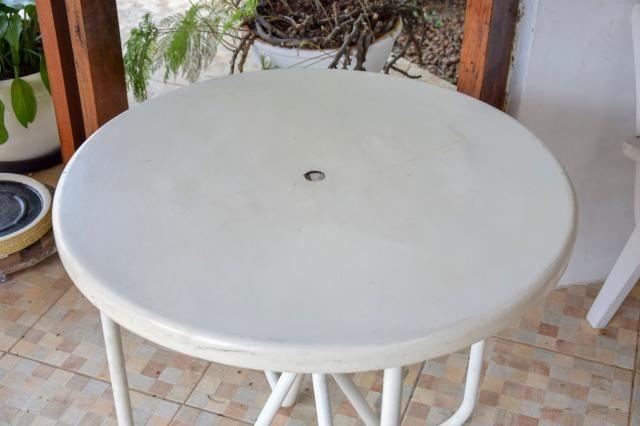 Mesa área externa / Piscina / em Fibra de vidro e Ferro Branco 70 cm x  79 cm x  79 cm - Foto 4
