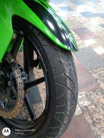 Vendo uma moto Kawasaki ninja 250 r