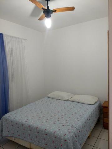 Apart.mobiliado e decorado com excelente localização - Foto 3