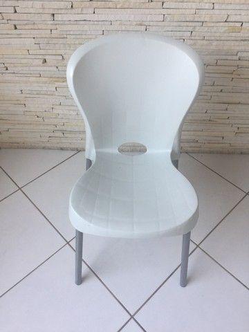 Cadeira branca  - Foto 2
