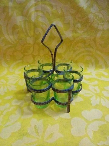Antigo conjunto para licor contém seis licoreiras é um suporte.<br> - Foto 3