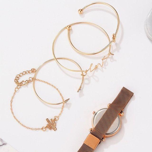 Conjunto de Relógio Feminino de luxo com 4 Pulseiras Folheadas a ouro - Foto 4