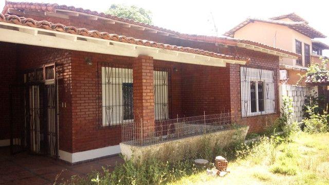 Casa centro de Rio das Ostras linear 03 quartos com vaga p 5 carros e quintal
