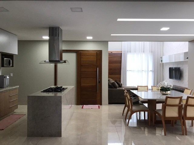 Casa Condomínio Fechado Le Parc-Luziânia-GO, 242m2 de área construída. - Foto 2