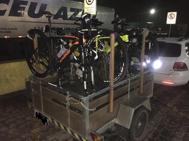 Carretinha 1,6 x 1,2 com suporte para Bike