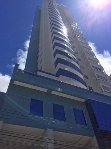 Excelente Apartamento no Centro de Balneário Camboriú - 03 Suítes sendo uma Master - Novo