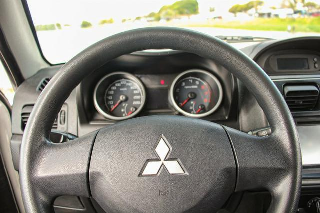 Pajero TR4 2012 automatica 4x4 completa - Foto 15