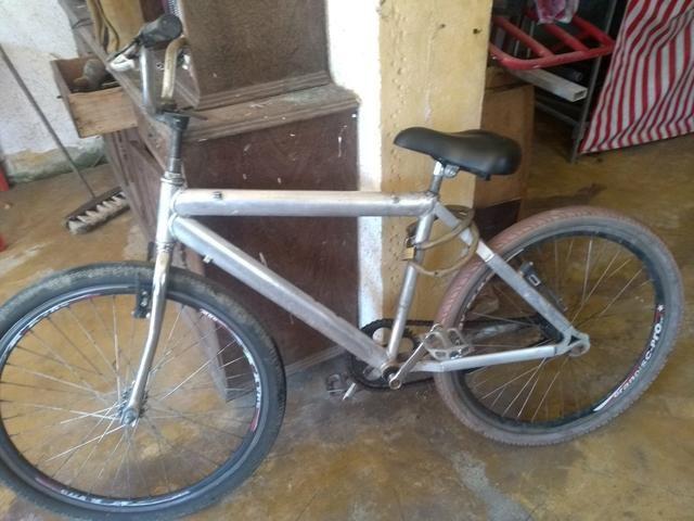 Troco ou vendo essa bicicleta por um celular A10 ou um em boa condição