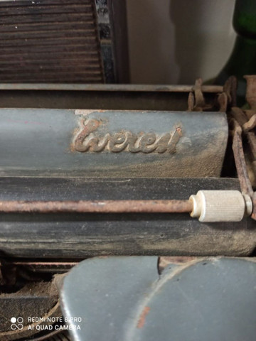 Máquina de escrever Everest Antiga antiguidade - Foto 3