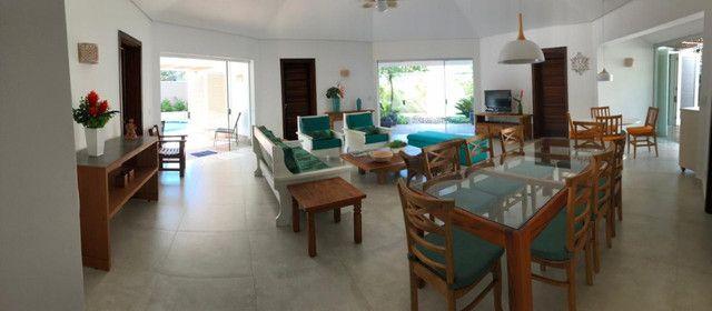Casa com 4 suítes - Novinha perto da praia