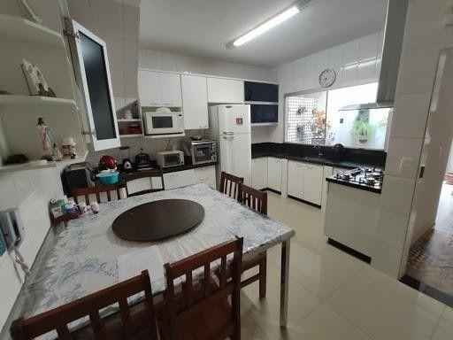 Casa sobrado em condomínio com 3 quartos no Condomínio Horizontal Vale De Avalon - Bairro