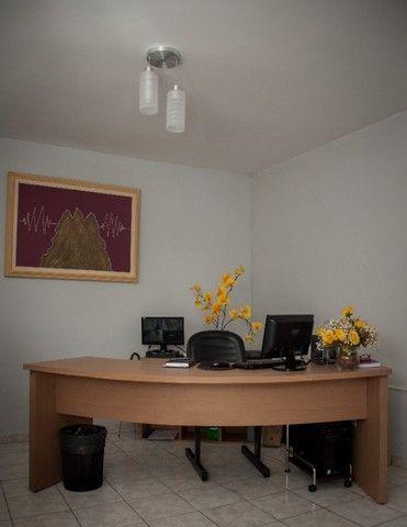 Mesa para escritório com armário