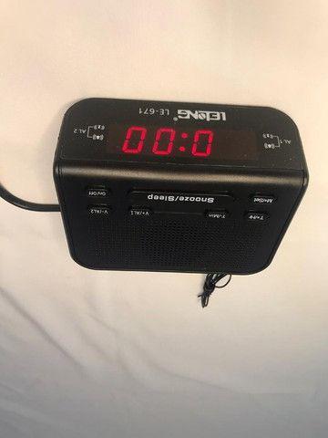 Rádio relógio que deixa a rádio tocando por um tempo pré-determinado - Foto 3