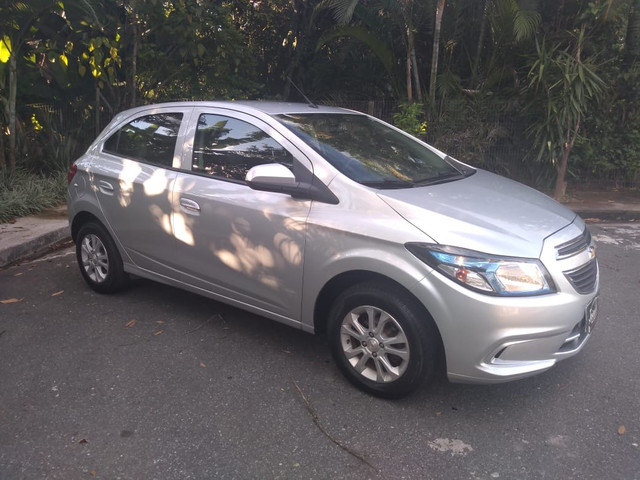 Entr. + Parc. R$ 799, Aprox (Banco) GM Onix LT 1.0 2015 2a dono Completo + MyLink  - Foto 3