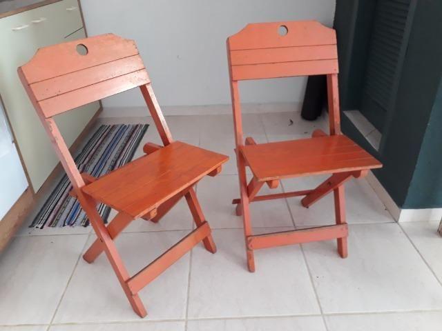 Cadeira de madeira estilo barzinho *abre e fecha