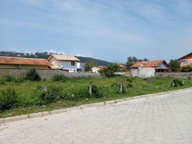 Ótimo terreno com 528 m2 na Praia de Bombas - Investimento garantido - Foto 2