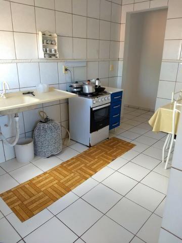 Apart.mobiliado e decorado com excelente localização - Foto 7