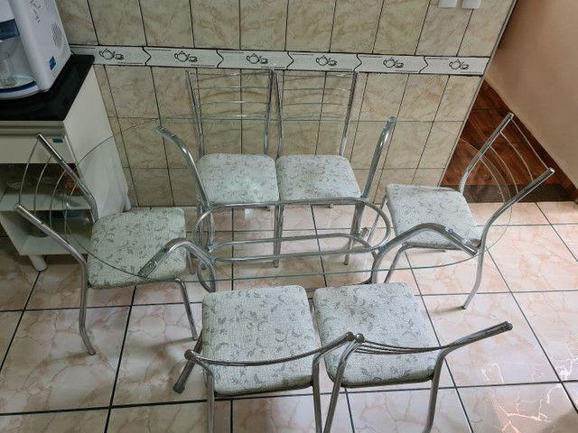 Mesa com 6 cadeiras seminova  - Foto 2
