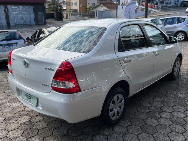 Toyota Etios 1.5 XS Sedan 2015 - Foto 4