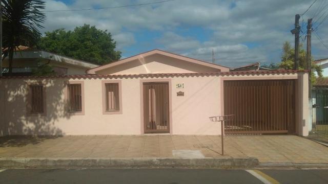 Casa à 200m do centro e 50m do clube Cosmopolitano, em Cosmópolis-SP(CA0113)