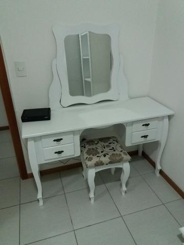 Penteadeira nova com espelho e cadeira