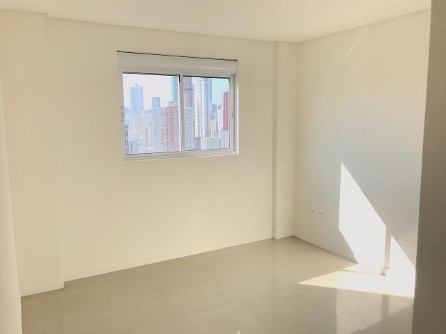 Excelente Apartamento no Centro de Balneário Camboriú - 03 Suítes sendo uma Master - Novo - Foto 14
