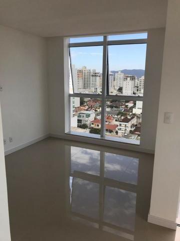 Apartamento meia praia 2 suítes com 2 vagas novo - Foto 11