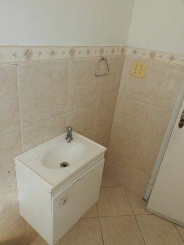Aluguel apartamento fundos 2 quartos Rua Noronha Torrezão 370 Santa Rosa, Niterói. - Foto 11