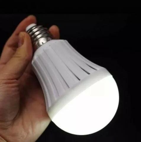 Lâmpada Led Bulbo Inteligente Emergência 7w E27