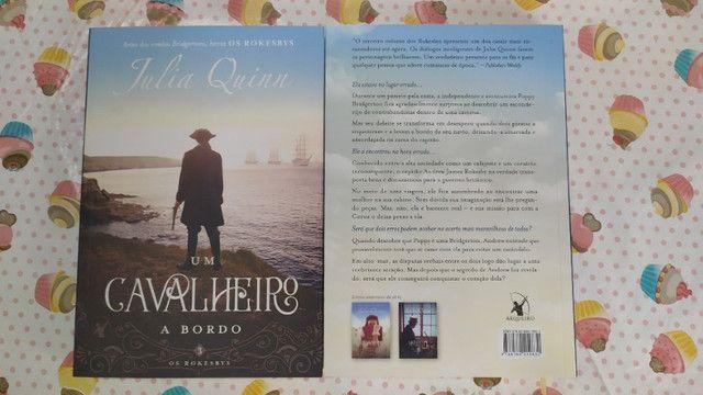 Livro Um Cavalheiro a Bordo (Os Rokesbys Livro 3) - Julia Quinn - Foto 2