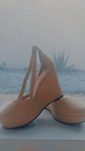 Sandália de salto, tipo tamanco - Foto 2