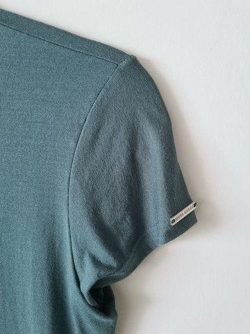 Camisa malha verde petróleo - tam M - Foto 2