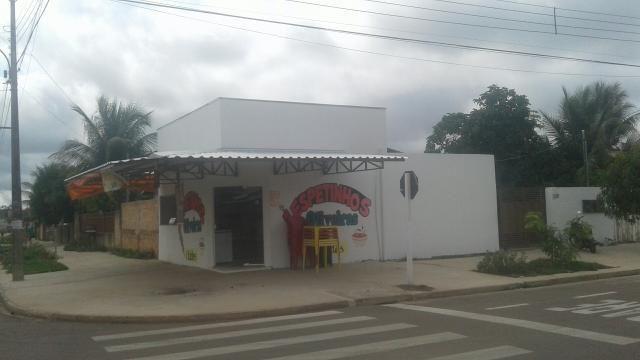 Casa com salão no Jardim Oliveira