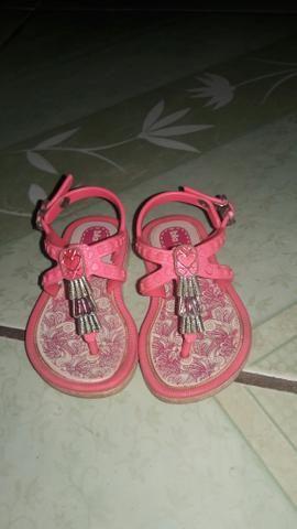 Vendo sapatos de criança
