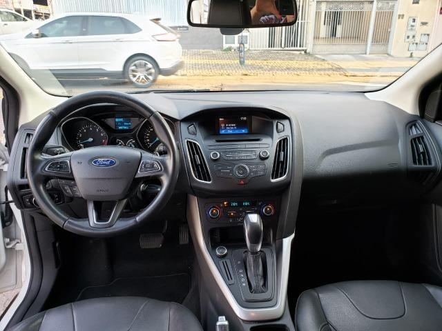 Ford Focus fastback SE plus sedã 2.0 15/16 flex aut. branco - Foto 11