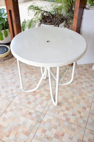 Mesa área externa / Piscina / em Fibra de vidro e Ferro Branco 70 cm x  79 cm x  79 cm