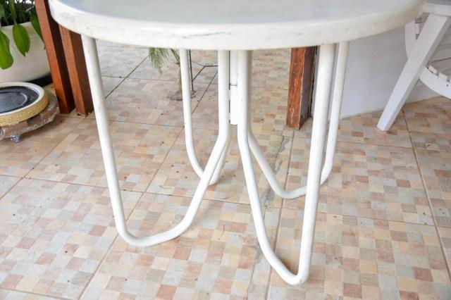 Mesa área externa / Piscina / em Fibra de vidro e Ferro Branco 70 cm x  79 cm x  79 cm - Foto 3