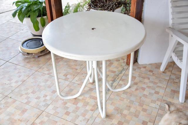 Mesa área externa / Piscina / em Fibra de vidro e Ferro Branco 70 cm x  79 cm x  79 cm - Foto 5