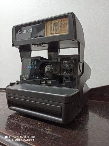 Camera fotográfica Polaroide antiga máquina no estado