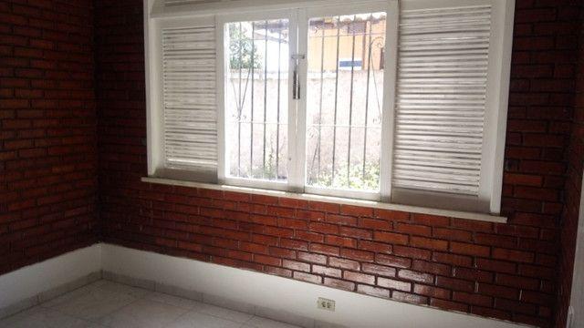 Casa centro de Rio das Ostras linear 03 quartos com vaga p 5 carros e quintal - Foto 12